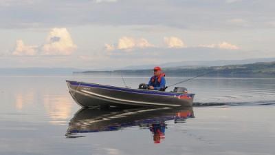 Троллинг: плавание на кораблике или полет на минипланере?